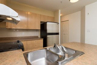 """Photo 5: 211 3278 HEATHER Street in Vancouver: Cambie Condo for sale in """"HEATHERSTONE"""" (Vancouver West)  : MLS®# R2030479"""
