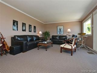 Photo 3: 2322 Evelyn Hts in VICTORIA: VR Hospital House for sale (View Royal)  : MLS®# 703774