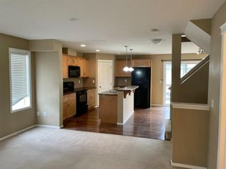 Photo 5: 32 Country Village Lane NE in Calgary: Country Hills Village Row/Townhouse for sale : MLS®# A1115635