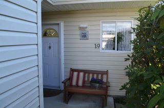 Photo 1: 19 5610 TRAIL Avenue in Sechelt: Sechelt District Townhouse for sale (Sunshine Coast)  : MLS®# R2439599