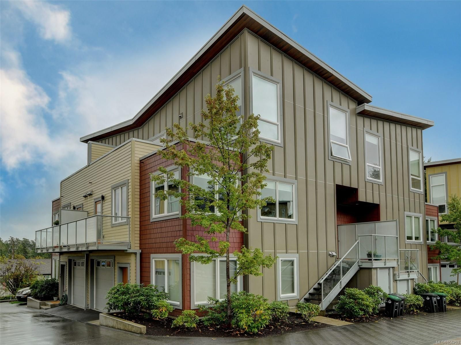 Main Photo: 19 235 Island Hwy in : VR View Royal Row/Townhouse for sale (View Royal)  : MLS®# 856753