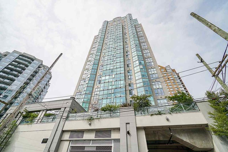 FEATURED LISTING: 803 - 1188 HOWE Street Vancouver
