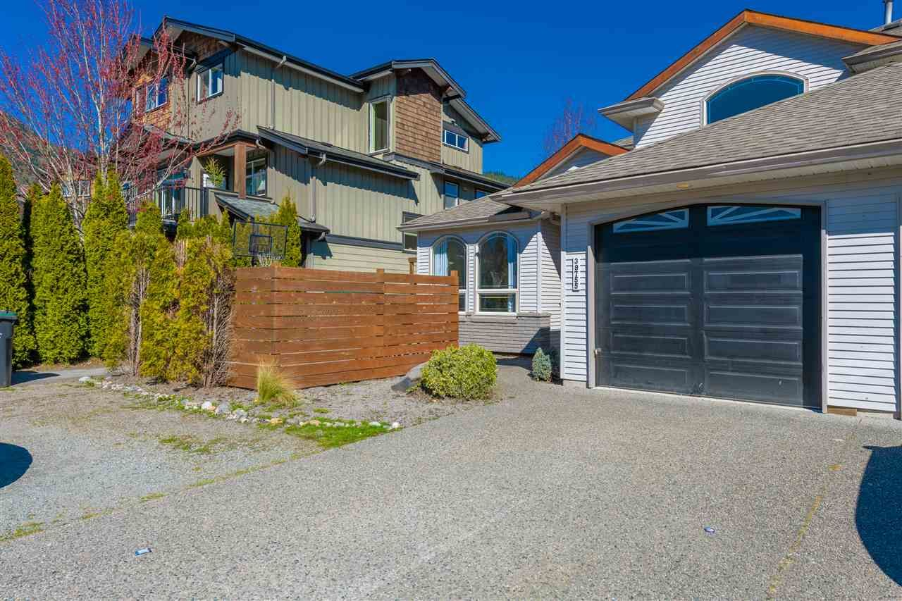 Main Photo: 39755 GOVERNMENT Road in Squamish: Northyards 1/2 Duplex for sale : MLS®# R2569620
