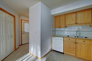 Photo 10: 6807 Pinecliff Grove NE in Calgary: Pineridge Row/Townhouse for sale : MLS®# A1121395
