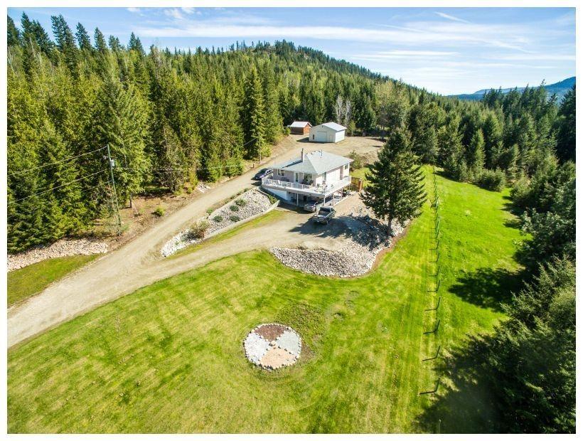 Main Photo: 6690 Southeast 20 Avenue in Salmon Arm: South Canoe House for sale (SE Salmon Arm)  : MLS®# 10148213