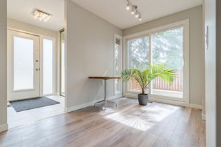 Photo 3: 24 Coachway Green SW in Calgary: Coach Hill Row/Townhouse for sale : MLS®# A1104483