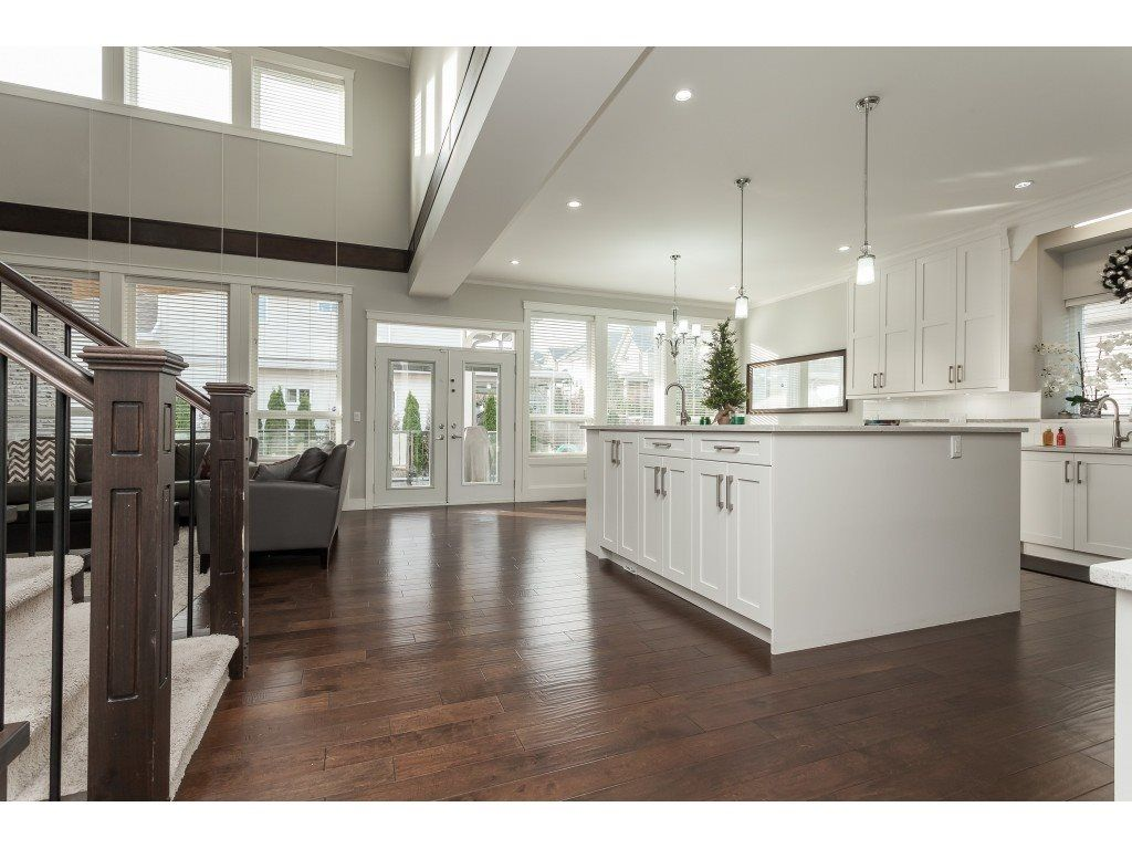 Photo 5: Photos: 5419 189A Street in Surrey: Cloverdale BC House for sale (Cloverdale)  : MLS®# R2420375
