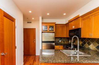 Photo 2: 111 10 RENAISSANCE SQUARE in New Westminster: Quay Condo for sale : MLS®# R2038572