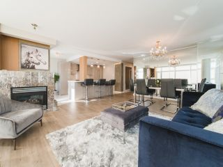 Photo 2: 706 198 AQUARIUS MEWS in Vancouver: Yaletown Condo for sale (Vancouver West)  : MLS®# R2424836