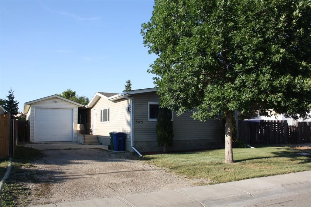 Main Photo: 365 Big Springs Drive SE: Airdrie Detached for sale : MLS®# A1137758