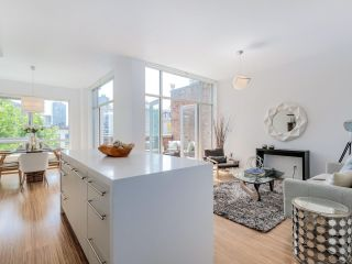 """Photo 11: PH3 36 WATER Street in Vancouver: Downtown VW Condo for sale in """"TERMINUS"""" (Vancouver West)  : MLS®# R2082070"""
