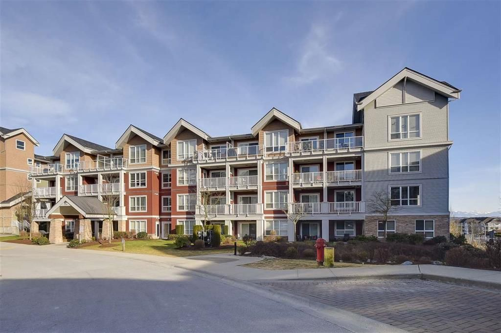 Main Photo: 409 6450 194 STREET in Surrey: Clayton Condo for sale (Cloverdale)  : MLS®# R2128712