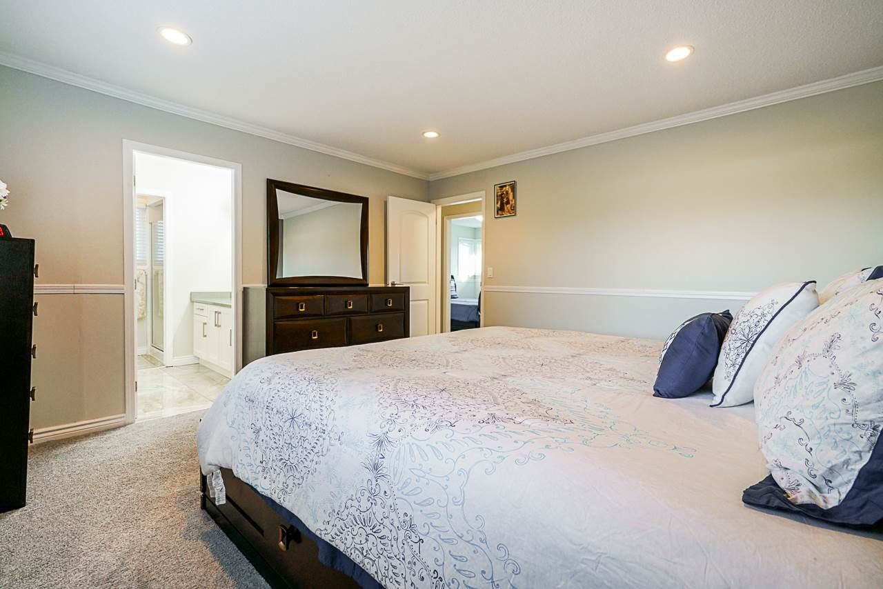 Photo 21: Photos: 12860 CARLUKE Crescent in Surrey: Queen Mary Park Surrey House for sale : MLS®# R2516199
