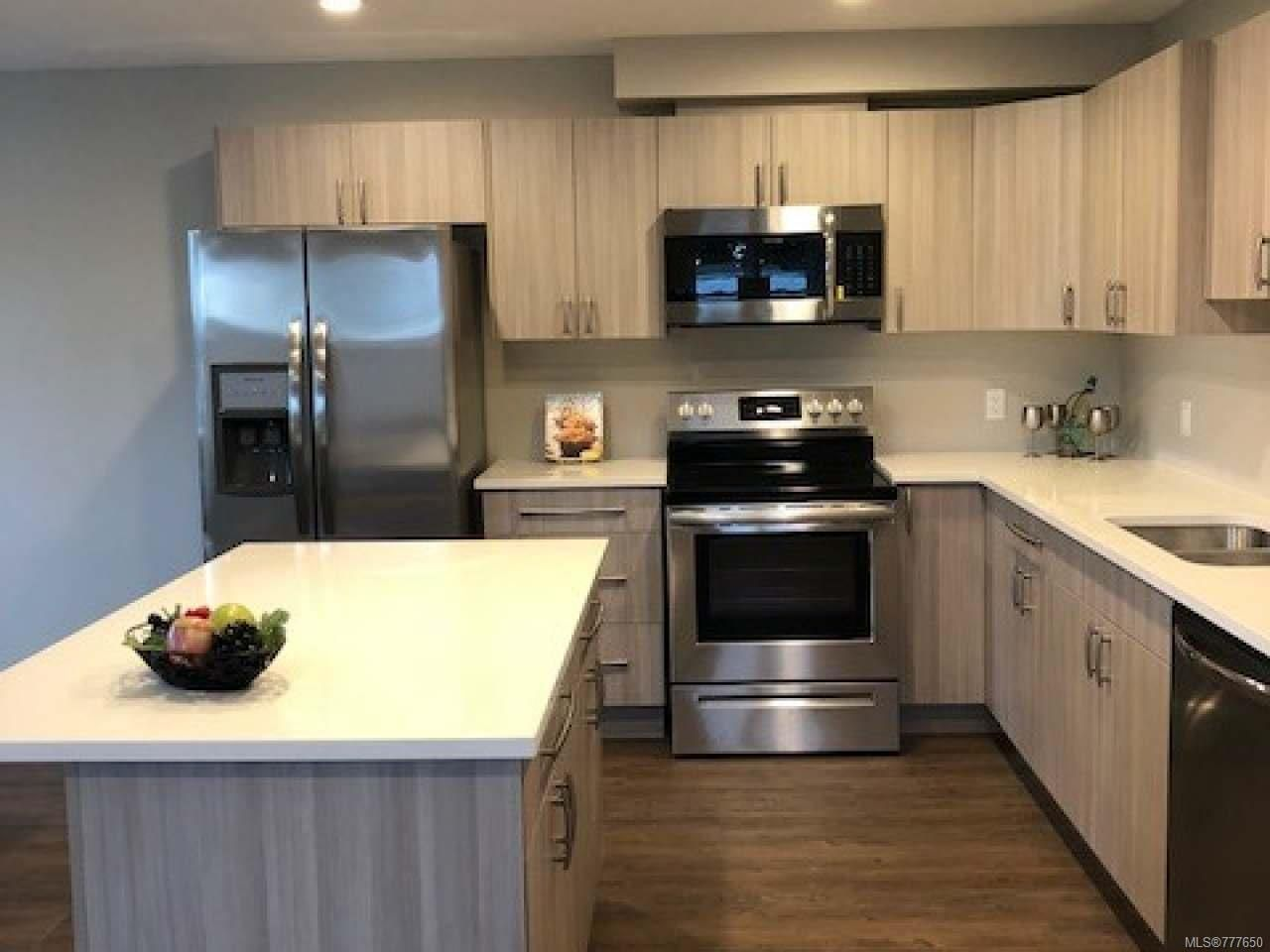 Photo 3: Photos: 2 535 Petersen Rd in CAMPBELL RIVER: CR Campbell River West Half Duplex for sale (Campbell River)  : MLS®# 777650