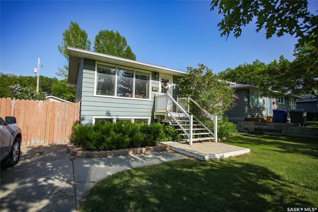 Main Photo: 1610 H Avenue North in Saskatoon: Mayfair Residential for sale : MLS®# SK850716