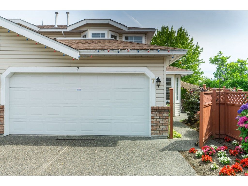 """Main Photo: 7 9163 FLEETWOOD Way in Surrey: Fleetwood Tynehead Townhouse for sale in """"Beacon Square"""" : MLS®# R2387246"""