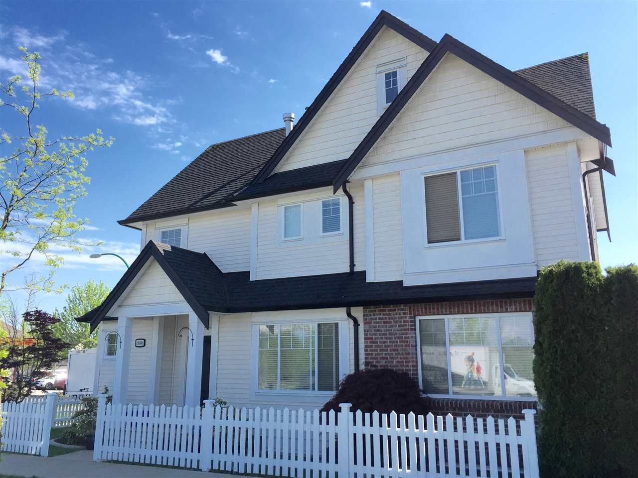Main Photo: 19368 68 Avenue in Surrey: Clayton House for sale (Cloverdale)  : MLS®# R2065959