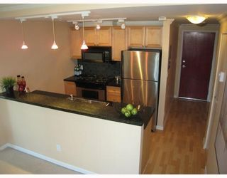 Photo 3: 1306 928 RICHARDS Street in Vancouver: Downtown VW Condo for sale (Vancouver West)  : MLS®# V756853