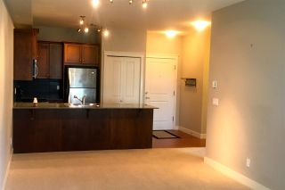 """Photo 4: 114 17712 57A Avenue in Surrey: Cloverdale BC Condo for sale in """"West on the Village Walk"""" (Cloverdale)  : MLS®# R2449032"""
