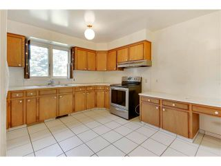 Photo 8: 6444 LAURENTIAN Way SW in Calgary: North Glenmore Park House for sale : MLS®# C4047532
