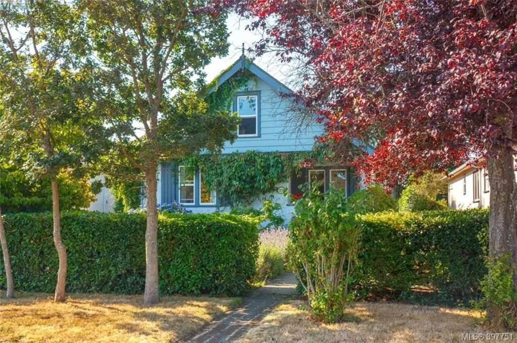 Main Photo: 2059 Newton St in VICTORIA: OB Henderson House for sale (Oak Bay)  : MLS®# 795691