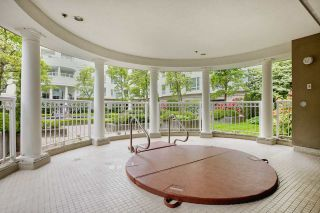 """Photo 5: 424 5735 HAMPTON Place in Vancouver: University VW Condo for sale in """"THE BRISTOL"""" (Vancouver West)  : MLS®# R2089094"""