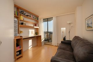 Photo 3: 1908 620 Toronto Street in Victoria: Victoria VE Condo for sale (Islands-Van. & Gulf)  : MLS®# 396891
