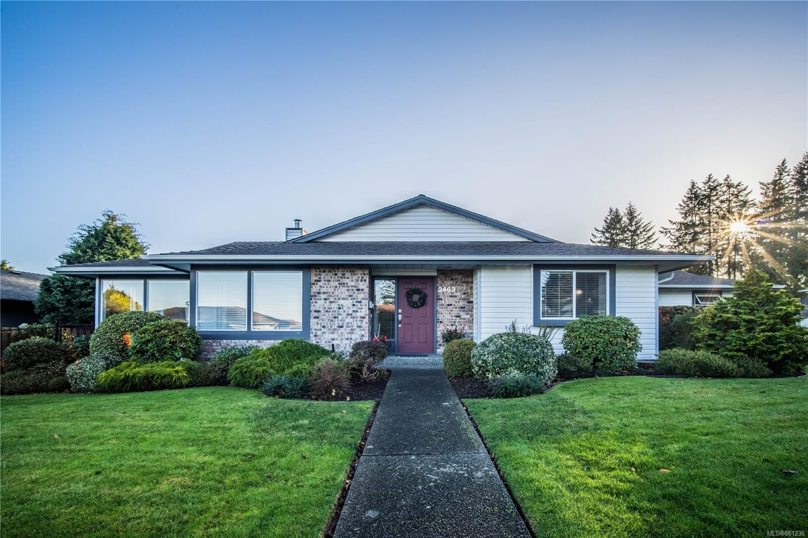 Main Photo: 2463 Costa Vista Pl in : CS Tanner House for sale (Central Saanich)  : MLS®# 861236