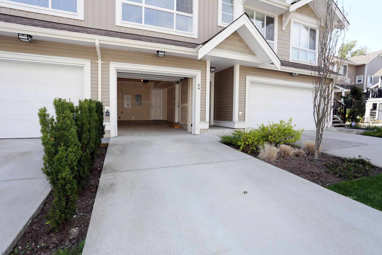 """Photo 6: Photos: 44 7059 210 Street in Langley: Willoughby Heights Townhouse for sale in """"Alder"""" : MLS®# R2263241"""