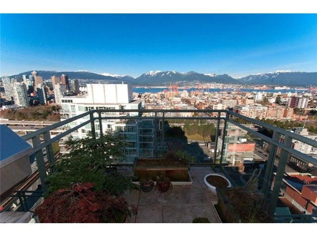 """Main Photo: 2601 1088 QUEBEC Street in Vancouver: Mount Pleasant VE Condo for sale in """"THE VICEROY"""" (Vancouver East)  : MLS®# V985091"""
