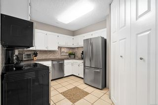 Photo 4: 304 1148 Goodwin St in : OB South Oak Bay Condo for sale (Oak Bay)  : MLS®# 853637