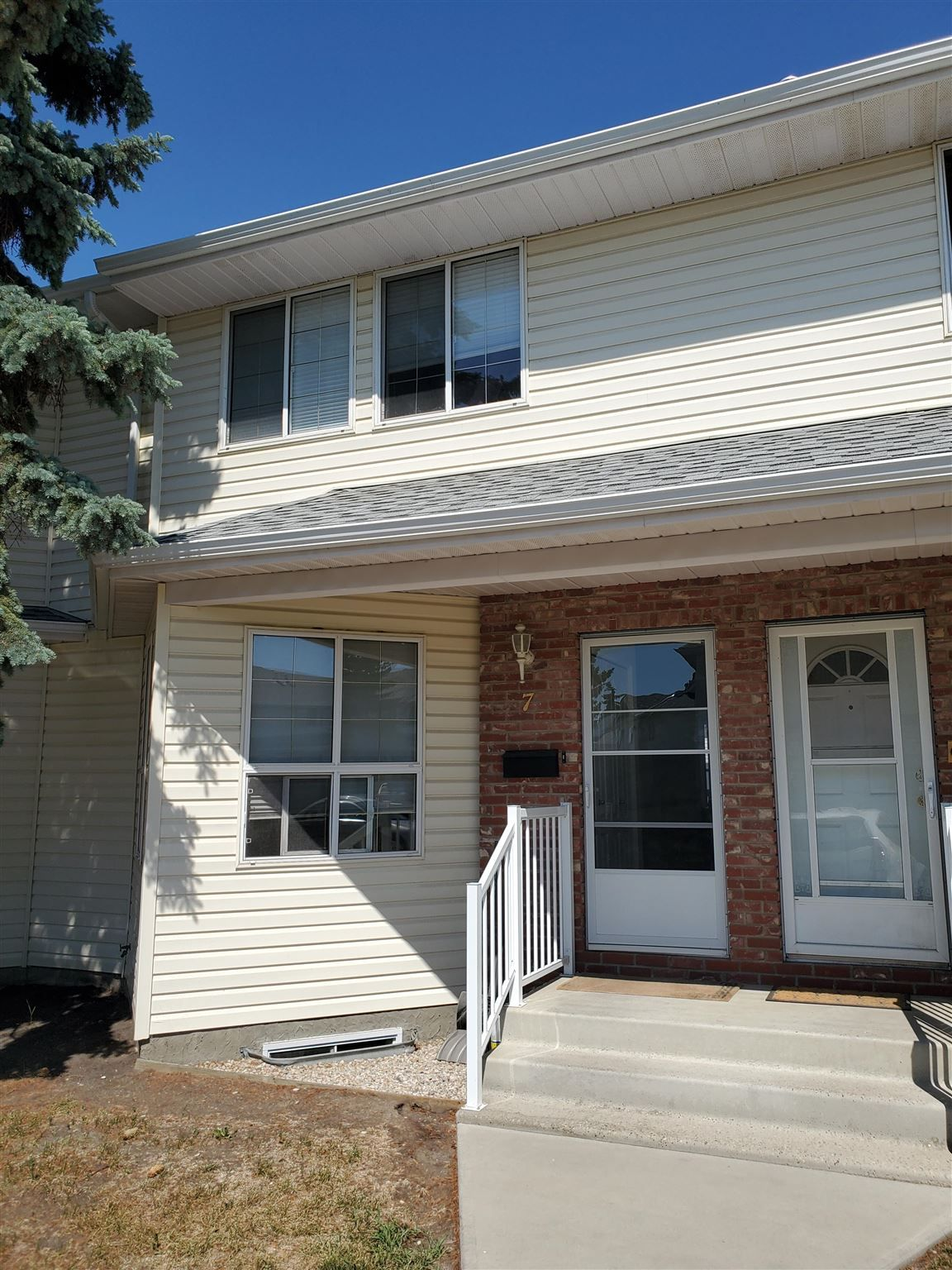 Main Photo: 7 1033 YOUVILLE Drive W in Edmonton: Zone 29 Townhouse for sale : MLS®# E4253895