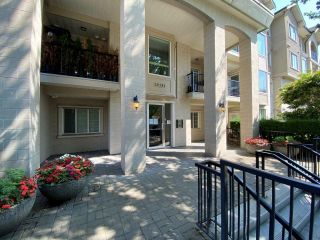 """Photo 5: 203 20281 53A Avenue in Langley: Langley City Condo for sale in """"GIBBONS LAYNE"""" : MLS®# R2601988"""