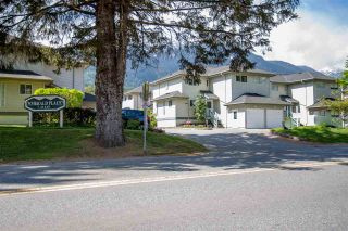 Photo 1: 28 41449 GOVERNMENT Road in Squamish: Brackendale Townhouse for sale : MLS®# R2061770