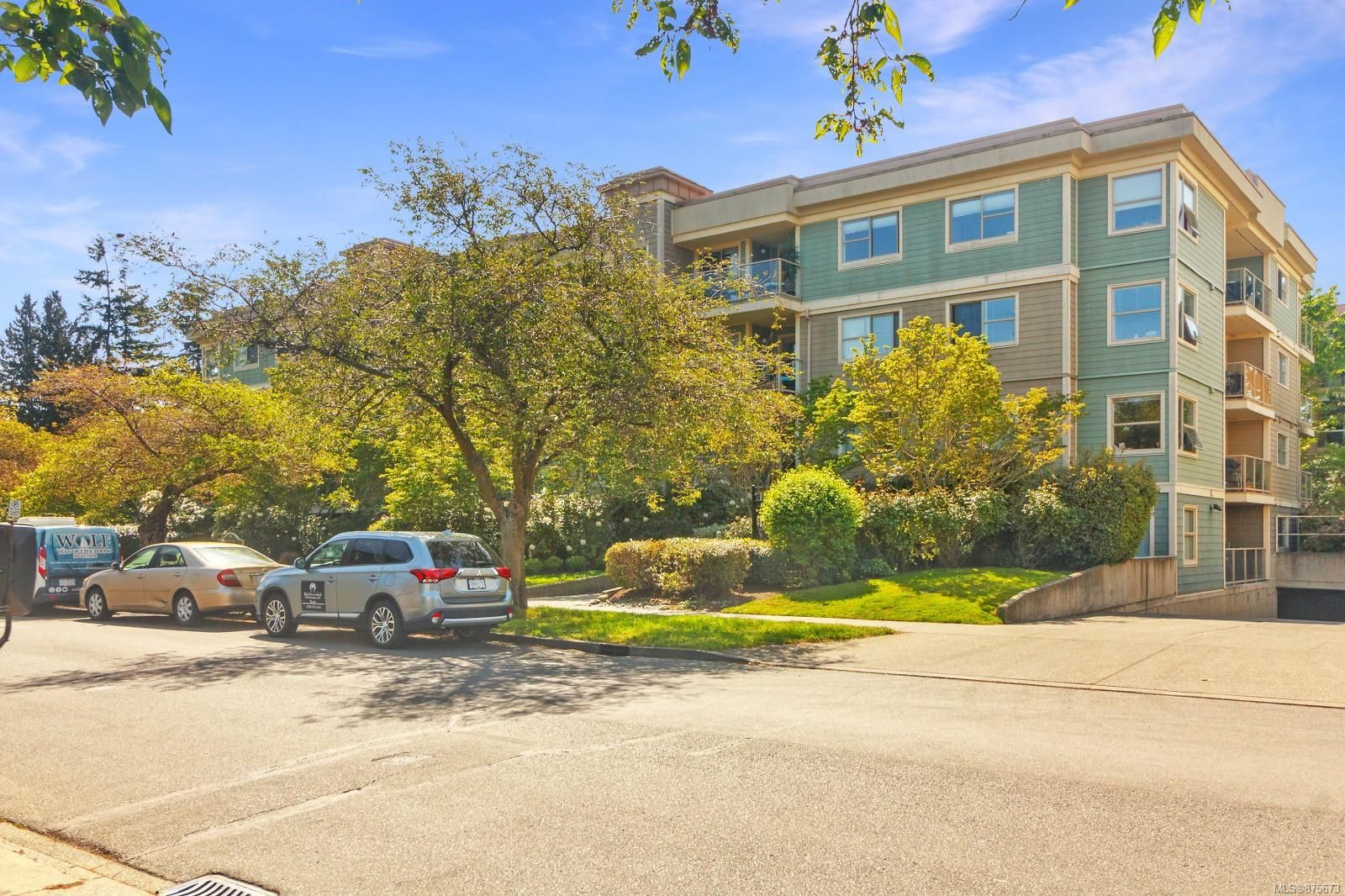 Main Photo: 202 1025 Meares St in : Vi Downtown Condo for sale (Victoria)  : MLS®# 875673