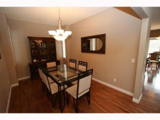 Photo 3: 108 CRESTMONT Drive SW in CALGARY: Crestmont Residential Detached Single Family for sale (Calgary)  : MLS®# C3416716
