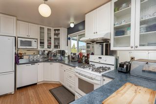 Photo 3: 2082 Piercy Ave in : Si Sidney North-East House for sale (Sidney)  : MLS®# 872613