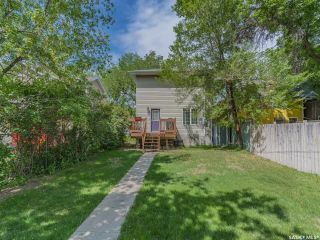 Photo 3: 214 E Avenue North in Saskatoon: Caswell Hill Residential for sale : MLS®# SK858863
