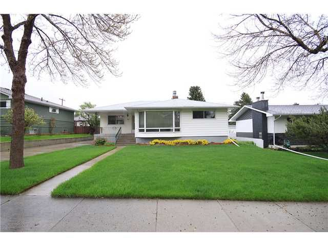 Main Photo: 44 CHANCELLOR Way NW in CALGARY: Cambrian Heights Residential Detached Single Family for sale (Calgary)  : MLS®# C3477199