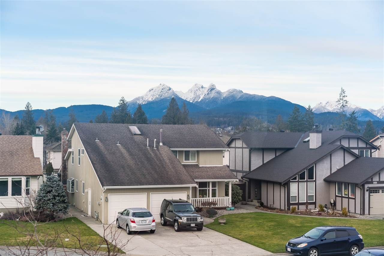 Photo 3: Photos: 23122 PEACH TREE COURT in Maple Ridge: East Central House for sale : MLS®# R2539297