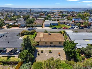 Photo 2: BAY PARK House for sale : 3 bedrooms : 2727 Burgener Blvd in San Diego
