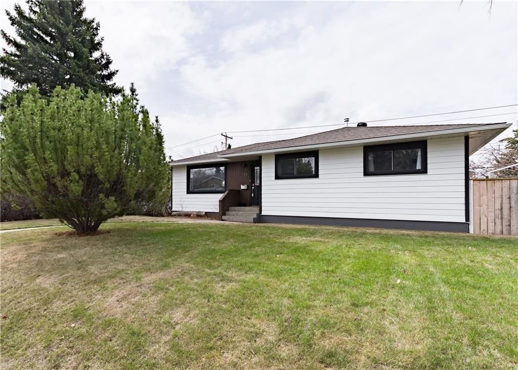 Main Photo: 143 Capri Avenue NW in Calgary: Charleswood Detached for sale : MLS®# A1114057