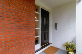 Photo 4: 3108 Henderson Rd in Oak Bay: OB Henderson House for sale : MLS®# 888135