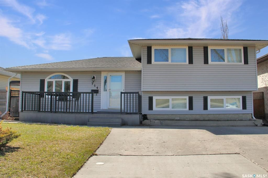 Main Photo: 714 McIntosh Street North in Regina: Walsh Acres Residential for sale : MLS®# SK849801