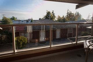 """Photo 4: 9 14921 THRIFT Avenue: White Rock Townhouse for sale in """"Nicole Place"""" (South Surrey White Rock)  : MLS®# R2036122"""