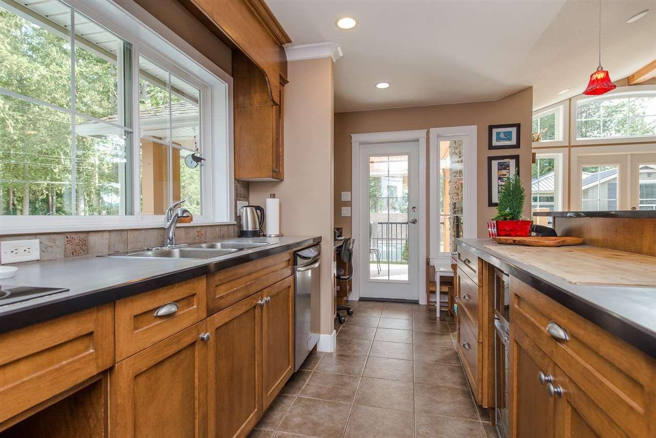 "Photo 14: Photos: 416 MAPLE Street: Cultus Lake House for sale in ""Cultus lake Park"" : MLS®# R2493541"