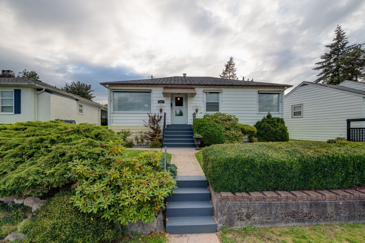 "Photo 1: Photos: 933 LAUREL Street in New Westminster: The Heights NW House for sale in ""The Heights"" : MLS®# R2308868"
