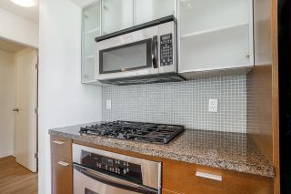 """Photo 18: 805 980 COOPERAGE Way in Vancouver: Yaletown Condo for sale in """"COOPERS POINTE by Concord Pacific"""" (Vancouver West)  : MLS®# R2614161"""