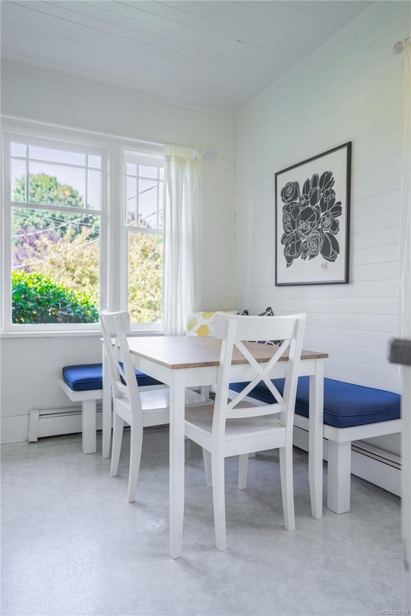 Photo 5: Photos: 2363 Pacific Ave in : OB Estevan House for sale (Oak Bay)  : MLS®# 852251