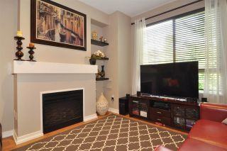 "Photo 2: 118 100 KLAHANIE Drive in Port Moody: Port Moody Centre Townhouse for sale in ""INDIGO"" : MLS®# R2196752"